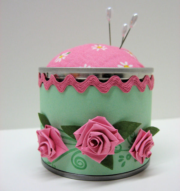 Pincushion with quilled flowers by Lindsay Weirich 2008