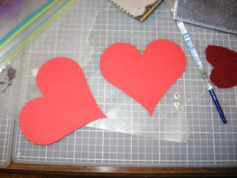 "Cut two 3"" hearts out of red cardstock. I used the heart on Plantin Schoolbook cart (Cricut)"