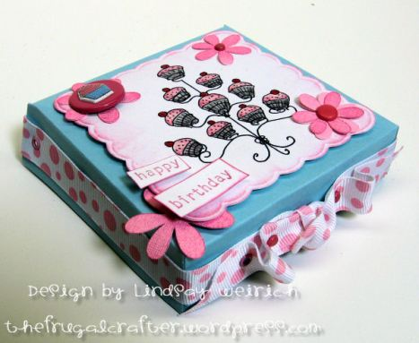 "Mini Pizza box is 4""x4""x1"" and a snap to make!"