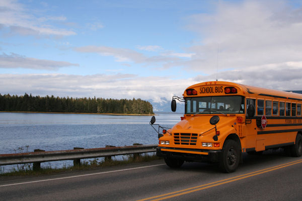 school-bus-in-alaska_z1DBq7Od