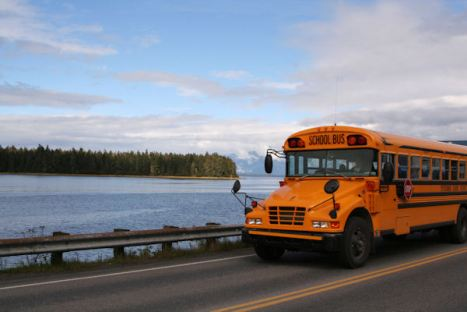 school-bus-in-alaska_z1DBq7Od