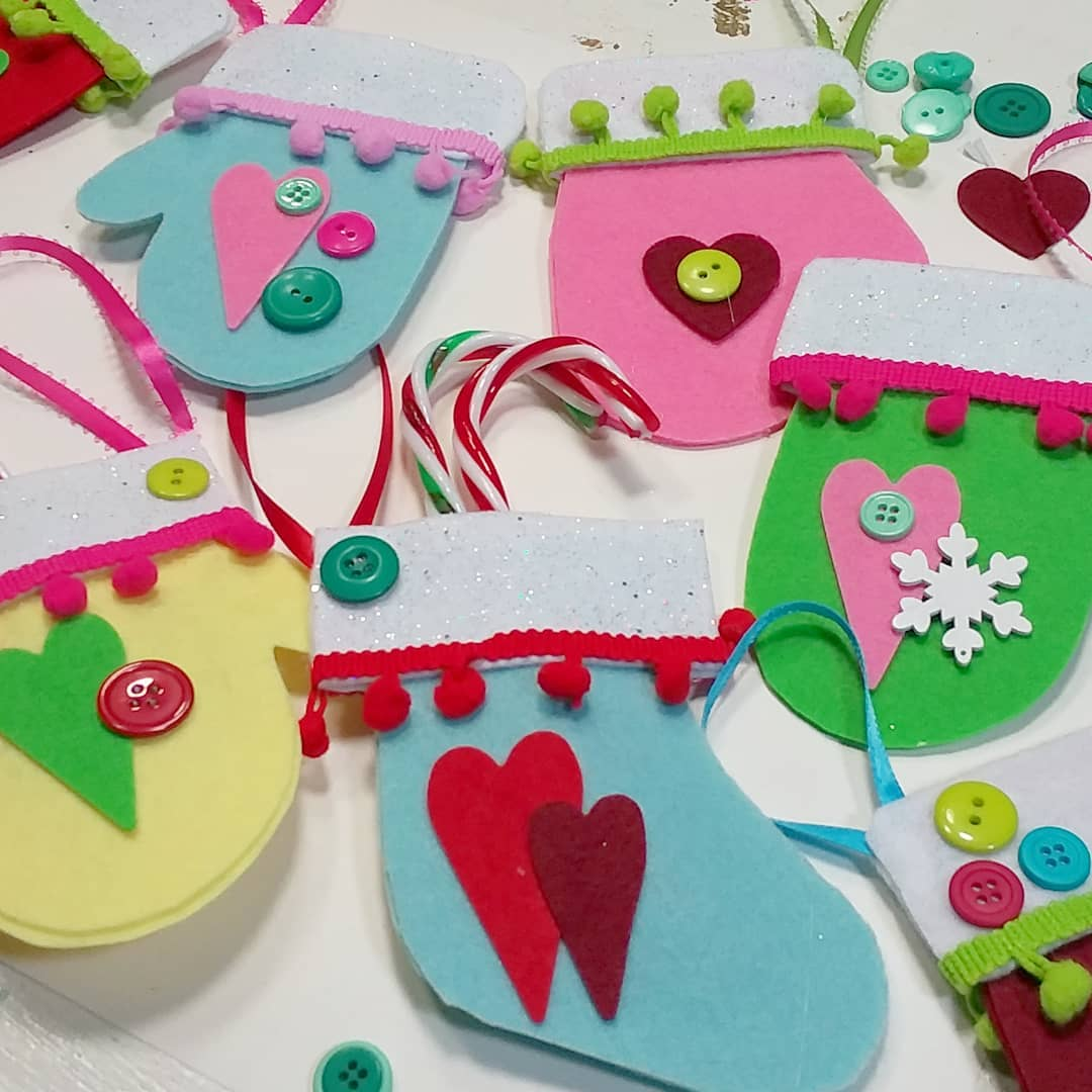 These felt mittens treat holders are fun to make with kids!